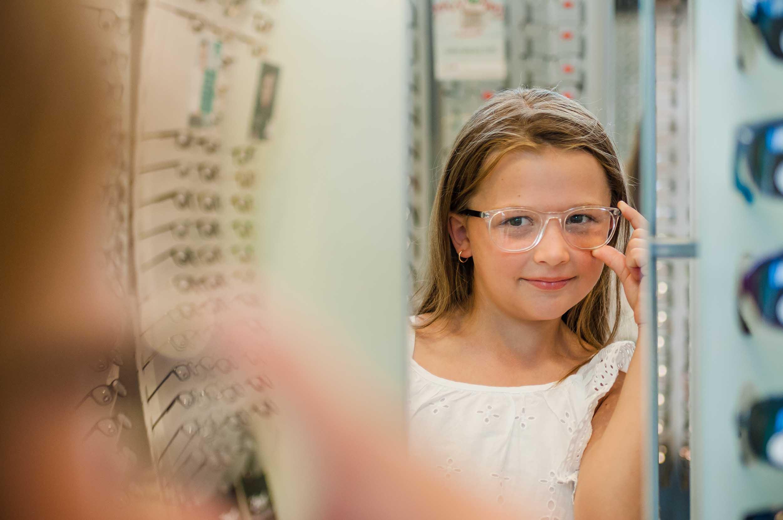 d597ba73 Barn har veldig god tårevæske som passer for linsebruk. Ofte sier man at  barn under 12 år ikke bør bruke linser, men det er kun fordi de ikke skal  være ...
